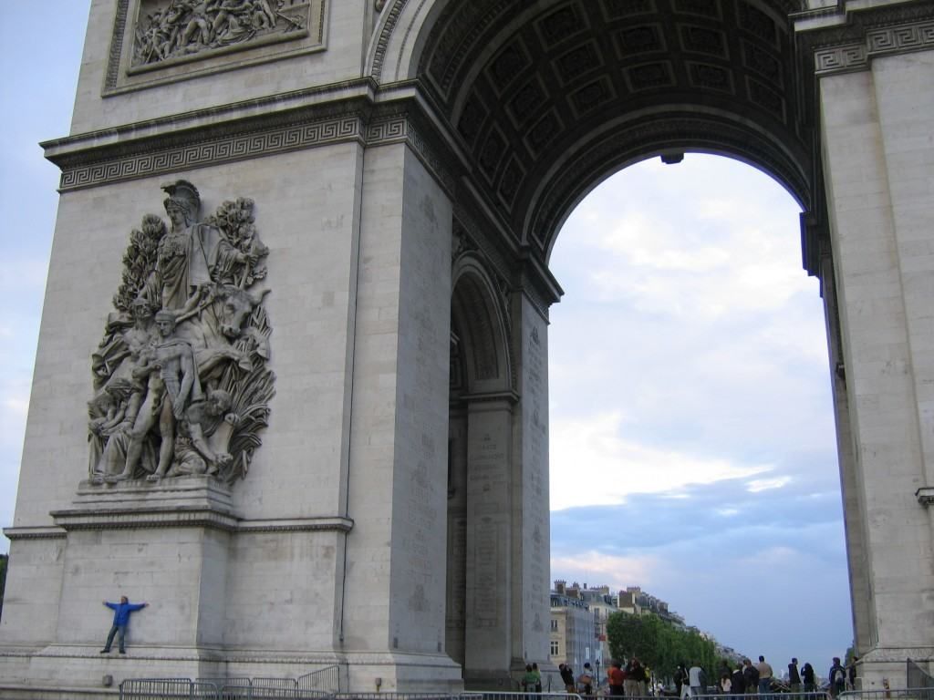 arc-de-triomphe-budget-travel-paris