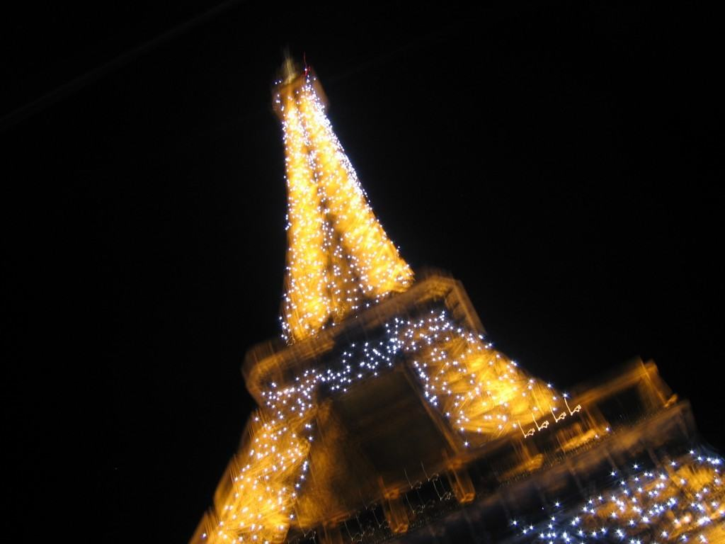 affordable-travel-to-paris-eiffel-tower